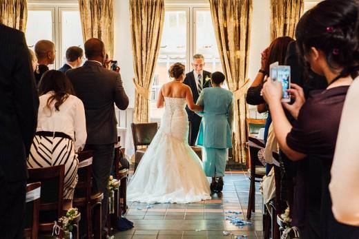 Multiculturele nederlandse hindoestaanse bruidsfotografie huwelijk bruiloft van Savitrie en Emile in Utrecht