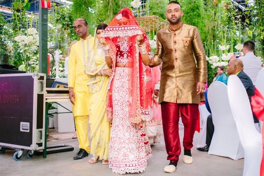 Hindoestaanse bruidsfotografie huwelijk bruiloft vagdan tilak bhatwaan kanyadan sanskar vivaah van Shveta en Vasant
