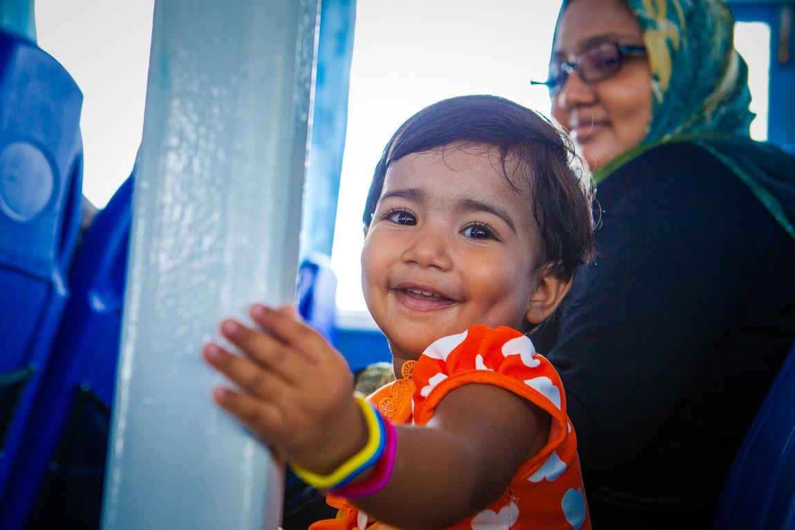 maldives-little-cute-girl-maafushi-photography