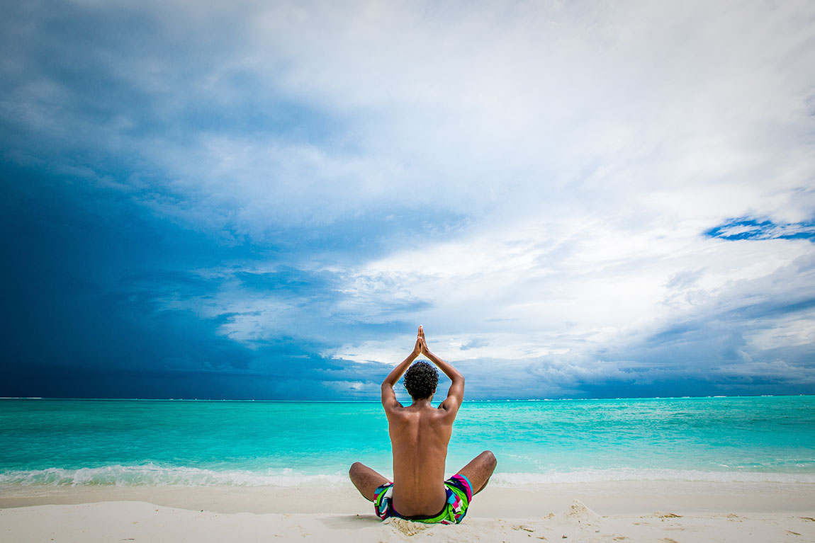 maldives-praying-guy-maafushi-photography